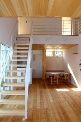 8帖のウッドデッキを備えた ハンモックのある北欧モダン住宅